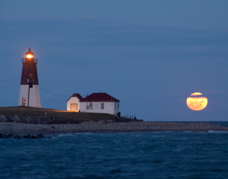 point-judith-lighthouse-full-moon